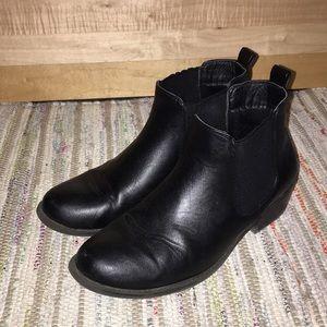 Black Chelsea boots!